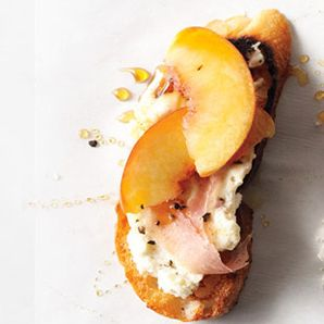 peach+prosciutto+ricotta crostini via bon appetit