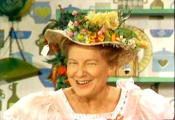hee haw - 'cousin minnie pearl'