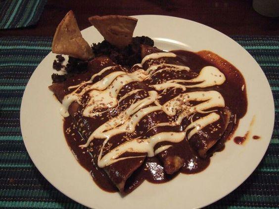 Enchiladas de mole, tipica comida mexicana | All About ...