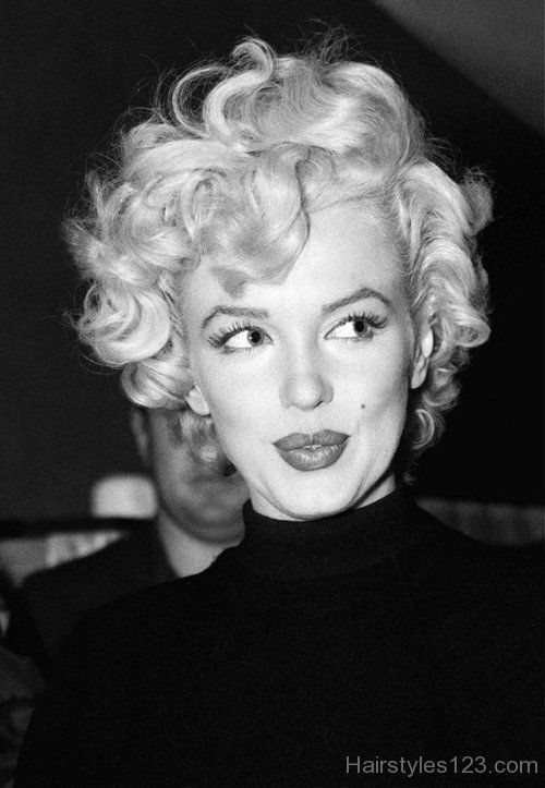 Frisur In 2020 Marilyn Monroe Hair Curly Hair Styles Short Curly Hair
