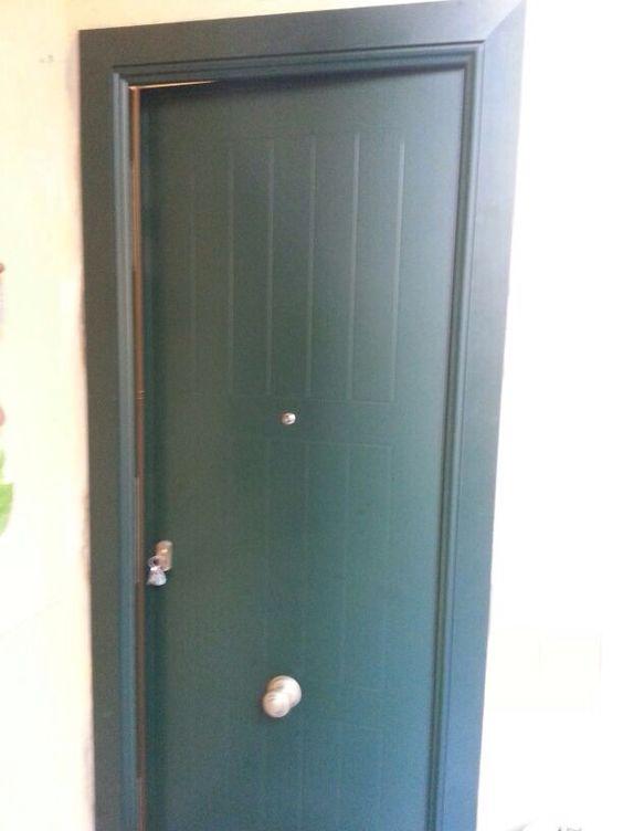Puerta a medida blindada de exterior con decoraci n en - Puerta exterior blindada ...