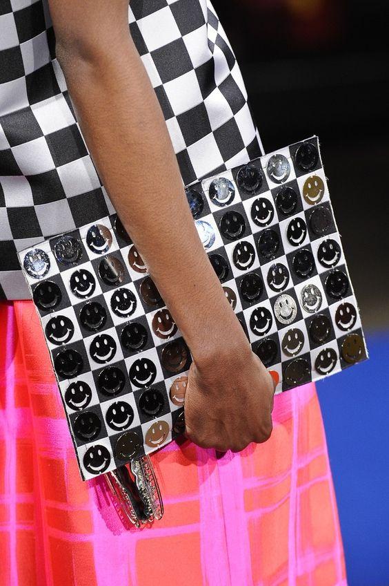 Bolsa Alexandre Herchcovitch. Mais acessórios: http://abr.io/2FaL | Fotos Fotosite