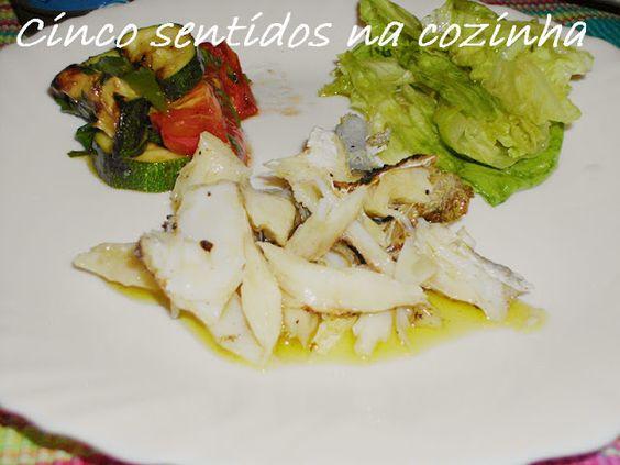 Cinco sentidos na cozinha: Bacalhau assado com salada de courgette e tomate g...
