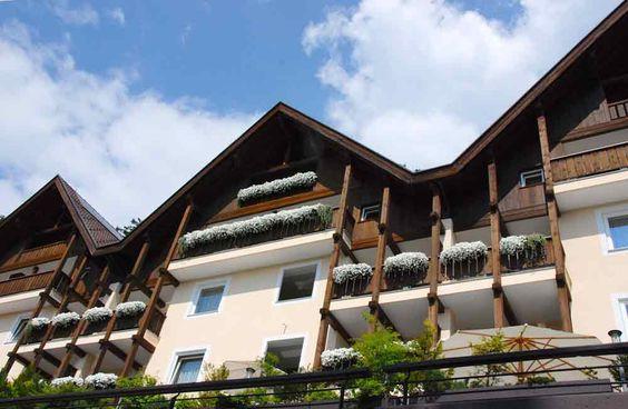 Das Miramonti Boutique Hotel klebt am Berg und bietet eine fantastische Aussicht.