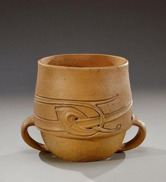 ARCHIBALD KNOX (1864-1933) pour Liberty & Co Cache-pot en terre cuite…