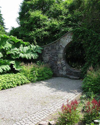 Walled garden Moongate by Frogfarm Ltd., via Flickr