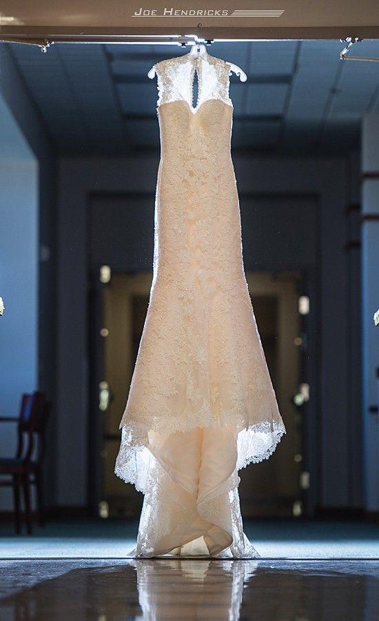 Vestido de casamento da noiva - rendas, sem encosto, trem capela, gola alta