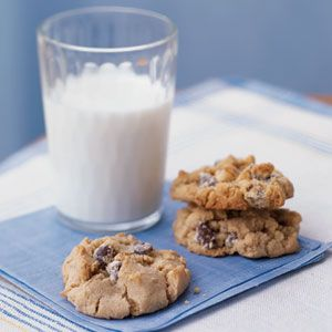 Chocolate Chip Cookies | This is the BEST chocolate chip cookie recipe! Doesn't taste light at all :)