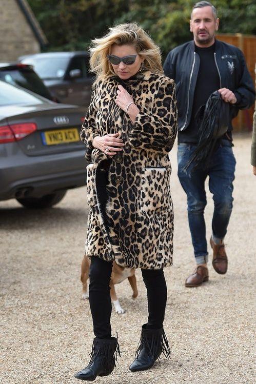 Kate Moss en manteau Burberry à Londres http://www.vogue.fr/mode/inspirations/diaporama/les-looks-de-la-semaine-octobre-2015/23086#kate-moss-en-manteau-burberry-londres