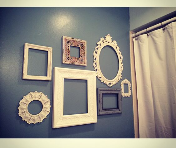 Wall decor shabby chic Victorian bathroom shades of blue picture frames