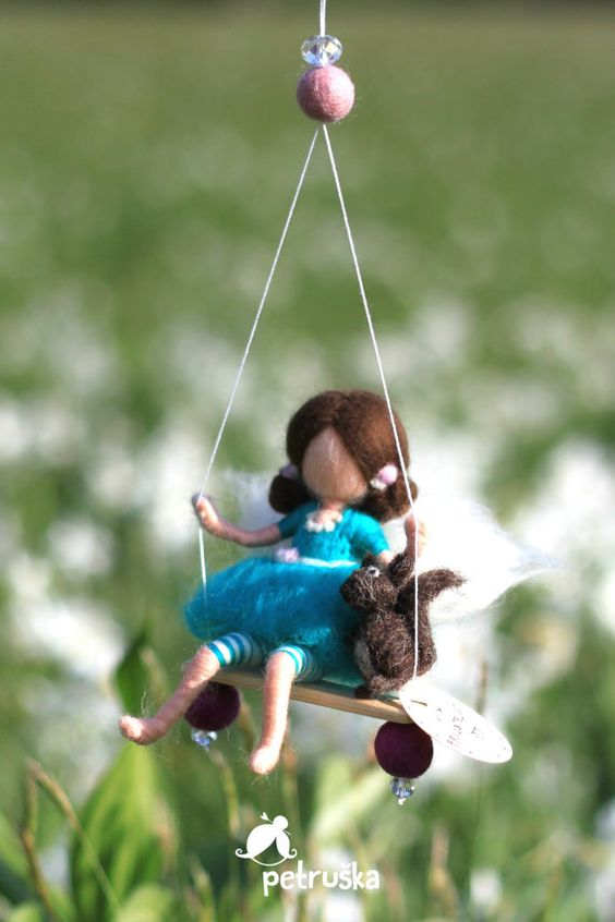 Fata in blu con un scoiattolo in feltro di di PETRUSKAfairyworld