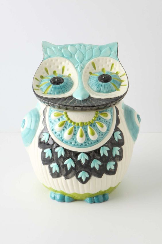 i have a strange new love of owls like this. really, anything like this -- colorful, pattern-y... owls, dogs, elephants, etc.