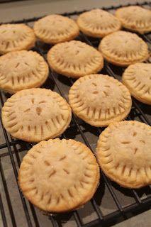 The Mandatory Mooch: Mini Apple Pies