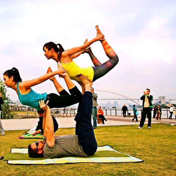 Pin for Later: Gorgeous Shots of Couples Doing Yoga to Inspire Your Day  Source: Instagram user xingyunliusui
