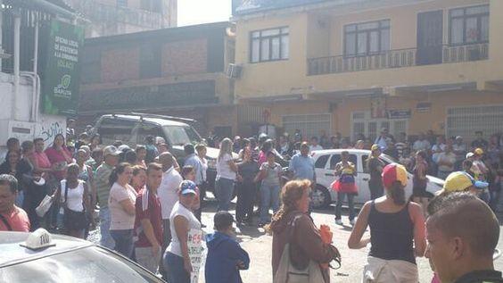 Se Concentran Manifestantes en las Minas d Baruta, Se alzan las Voces d los Sectores Populares #Megatrancaconcarros5M pic.twitter.com/W5BY3gGksN