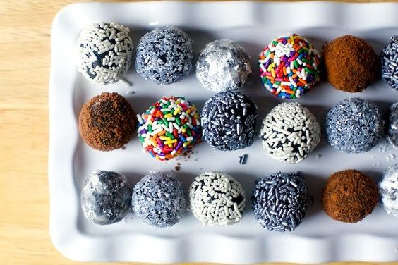 fudgy bourbon balls (smitten kitchen) | Smitten kitchen, Powder and ...