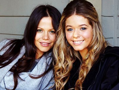 Tammin Sursok and Sasha Pieterse, if you watch Pretty Little Liars..this is AWKWARD! Haha