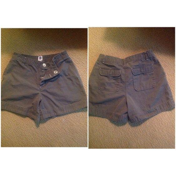 Grey GAP shorts Snap closure with button fly. GAP Shorts
