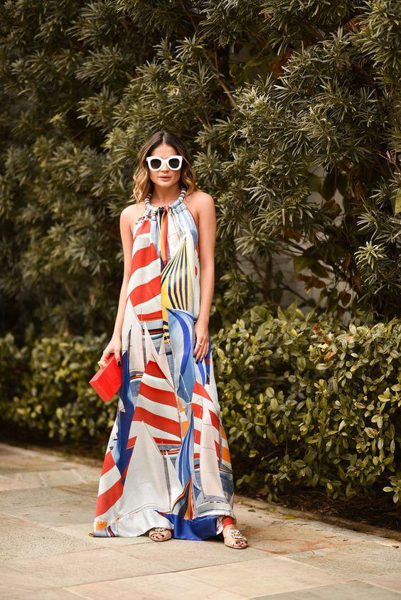 Look da Thassia Naves com vestido estampado e perfeito para dias quentes, de férias na praia