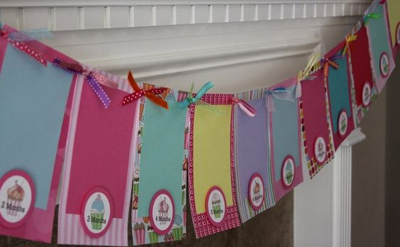 1st Birthday Banner: Scrapbook pages for the 12 month pictures!