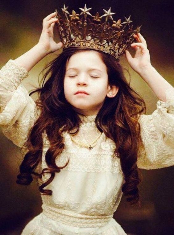beautiful-blue-eyed-girl:  they-call-me-nita:  Heavy is the crown yet she wears it as if it were a feather. There is strength in her heart, determination in her eyes, and the will to survive resides within her soul.  She is you, a warrior, a champion, a fighter, a queen.  ~r.h. Sin~  ☝
