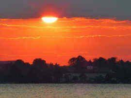 SONNENUNTERGANG am Chiemsee, Beach Bar #Übersee am #Chiemsee, Ausflugstipp aus dem Casa Shania - Ihr privates Gästehaus in Unterwoessen, im Herzen des Achentals