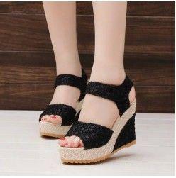 As Sapatilhas Das Mulheres Brancas Sapatos De Plataforma