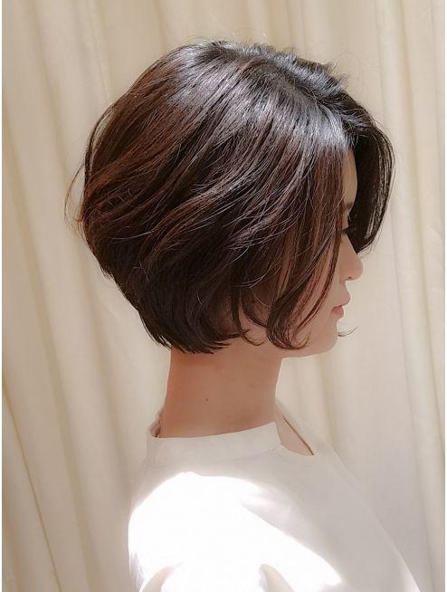 Virgo 40代50代 前髪なしのゆるふわパーマの大人ショートボブ