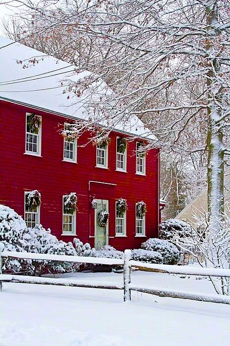 red farm house in the snow: