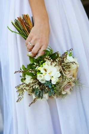 If you or anyone else in the bridal party is prone to hay fever be wary of flowers with strong perfume... Wedding ideas for brides, grooms, parents & planners ... https://itunes.apple.com/us/app/the-gold-wedding-planner/id498112599?ls=1=8 … plus how to organise an entire wedding, without overspending ♥ The Gold Wedding Planner iPhone App ♥Photo courtesy of www.taraleephotography.com.au