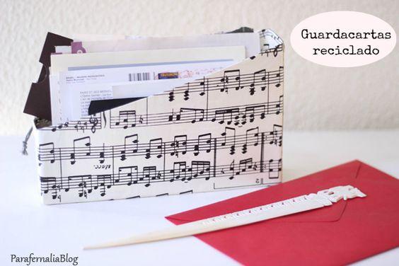DIY: Reciclar caja de cereales en guardacartas by ParafernaliaBlog /  Recicled cereal box letter holder