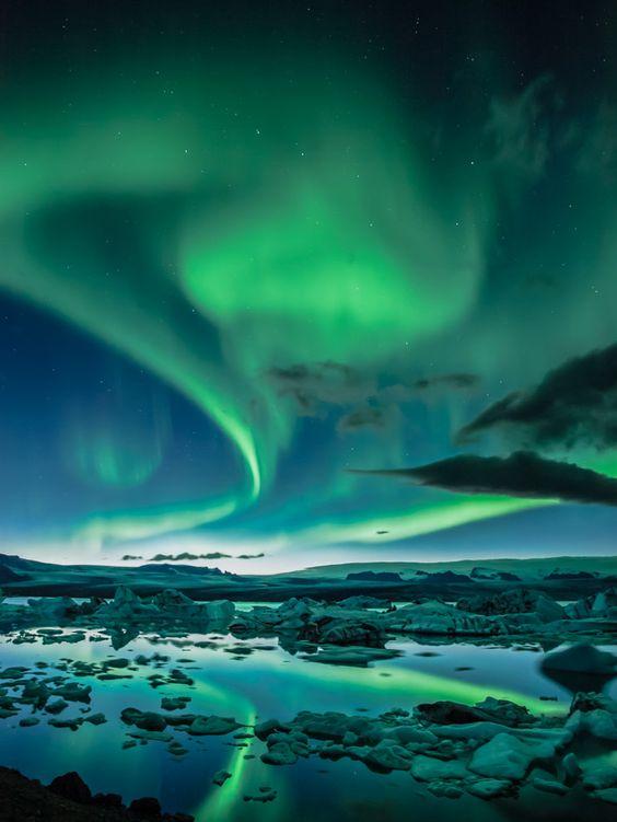 Jökulsárlón glacier lagoon Iceland nothern lights aurora borealis.