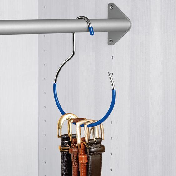 Hang belts. Home organisation idea. Le crochet porte-ceintures.