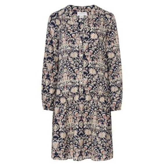 Ione Floral Print Dress (£185) ❤ liked on Polyvore featuring dresses, drop waist cocktail dress, long sleeved holiday dresses, floral cocktail dresses, velvet dress and long sleeve evening dresses