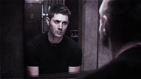 Dean seeing Cas in the mirror [gif]