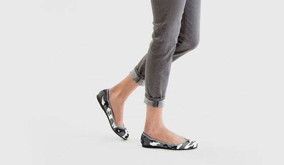 The Flat is the original Rothy's. Walk the dog, head to yoga, run to a meeting, pick up kids or stop to see a friend for a glass of wine. You may change your clothes, but you won't change your shoes.L