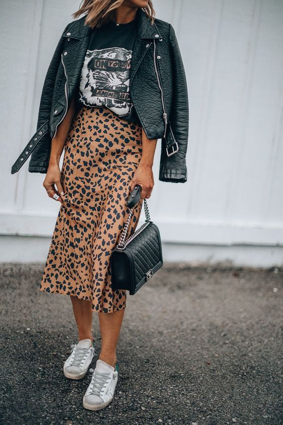 How to Wear Graphic Tees + 12 Favorites // #graphictee #leatherjacket #printedskirt #longskirt #fallstyle #casualstyle