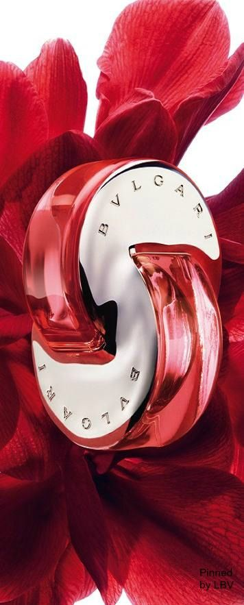 ~Bvlgari Omnia Coral Parfum | Inspired by the shimmering hues of precious red coral, Omnia Coral is a radiant floral-fruity Eau de Toilette of tropical hibiscus and juicy pomegranate, reminiscent of summer, the sun, resplendent nature and far-off oceans.  Olfactory family: Floral - Fruity Top Notes: Bergamot and Goji Berries Heart Notes: Hibiscus Flower and Water Lily Base Notes: Pomegranate and Cedar Wood