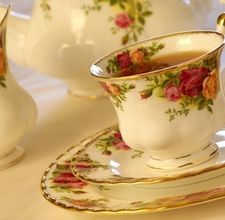 How to set the table for Tea Time: Tea Party Favors, Tipsy Teacups, Parties Ideas, Rose Pattern, English Rose, Tea Cups, Tea Bag Favors, Ideas Party Recipes