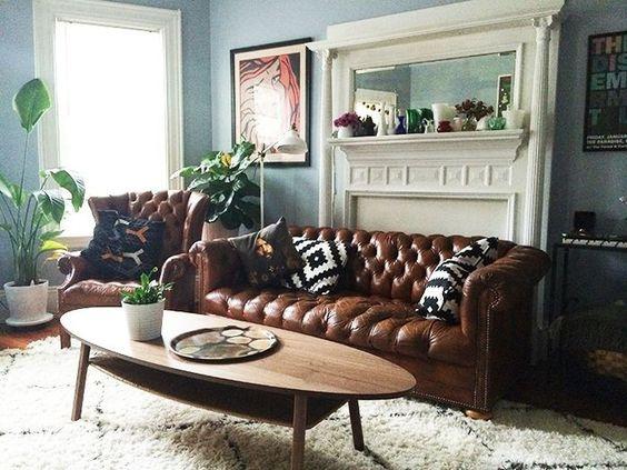 Mua sofa da thật ở đâu cho phòng khách tông màu ghi xám