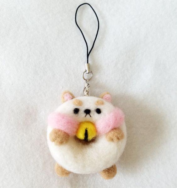 Hey, diesen tollen Etsy-Artikel fand ich bei https://www.etsy.com/de/listing/291525547/handgemachte-nadelfilz-puppycat-donut