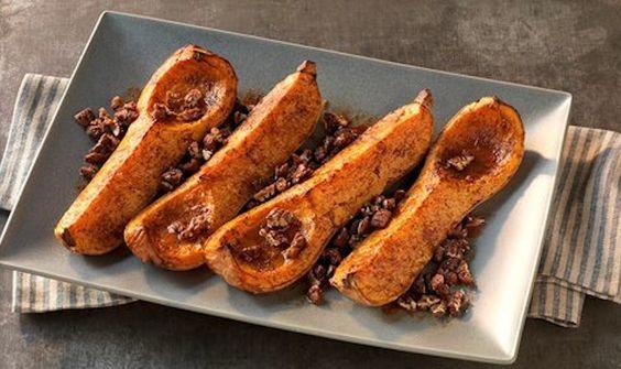 Vayan practicando nuestra Receta de la Semana: calabazas con nueces confitadas. Es un postre perfecto para las fechas navideñas que se aproximan. http://www.webermexico.com/recetas/vegetales/calabazas-con-nueces-confitadas