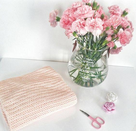 Battaniyem bitecek inşallah bi gün  Çiçeklerim gibi taptaze bir gün olsun... #gununfotografi #instagram #instadaily #instagramturkey #instagramturkiye #fotograf #istanbul #pink #pinklover#crochet#crochetlover #orgu #tigisi #sunumönemlidir#flowers# by seraphakanipek