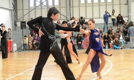 """Alumnos de la Carrera de Danza competirán en encuentros nacionales e internacionales de Ballroom, tales como el """"3er OPEN WDSF Entre Mar y Cordillera"""", que se realizará entre el 29 y 30 de noviembre."""