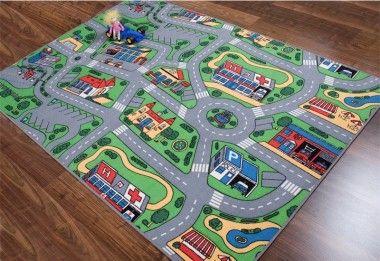 """Auf dem Straßenteppich der gleichnamigen Teppichkollektion """"Straße"""" kann sich Ihr Kind so richtig austoben. Mit dem Spielzeugauto über den pflegeleichten Teppich Straße düsen und sich fühlen, als sei es wirklich auf den Straßen einer Großstadt unterwegs. Wir bieten den Straßen Teppich in drei Ausführungen an. Zum einen finden Sie bei uns den Teppich für Jungen als gängige Variante und zum anderen als Teppich Straße in 3 D Optik."""