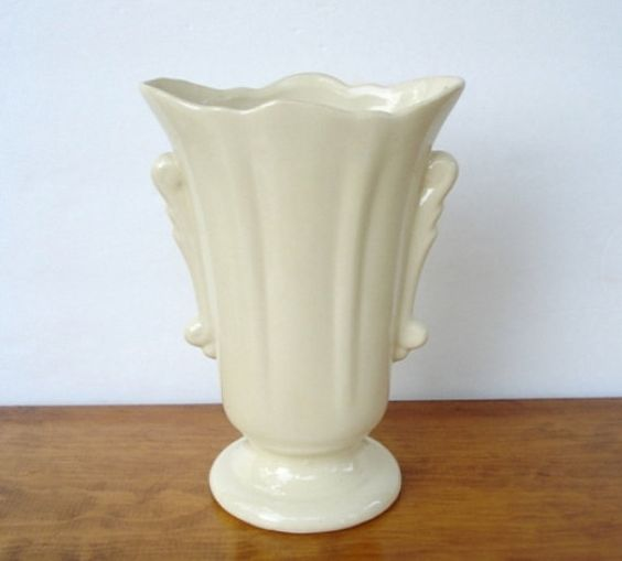 vintage ivory ceramic vase usa pottery art deco style ceramics vintage and pottery art. Black Bedroom Furniture Sets. Home Design Ideas