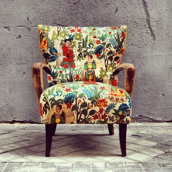 La tapicera old armchair got a makeover with this awesome frida kahlo printed fabric from la - La tapicera madrid ...