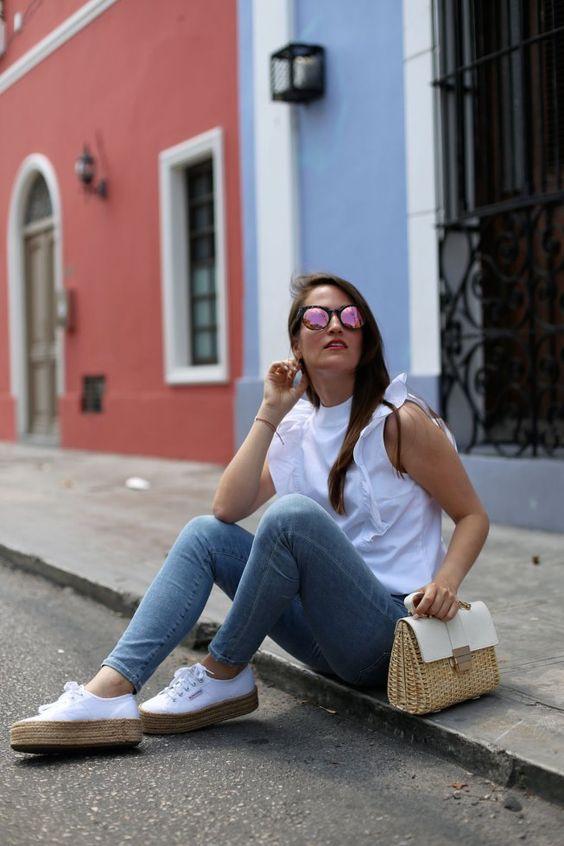 Frilly блузка, узкие джинсы Agolde и Superga платформы кроссовки - Кусочки Mariposa