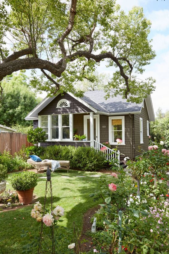 Janet and Larry's love of outdoor living also extends to the cottage's lush garden, which is tucked inside a fragrant 40-acre citrus grove. Built in 1890, the quaint Redlands, California, home was originally the gardener's residence on a large estate and had long gone unoccupied.