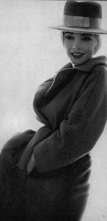 10/07/1962 Light Coat with Hat par Bert Stern - Divine Marilyn Monroe